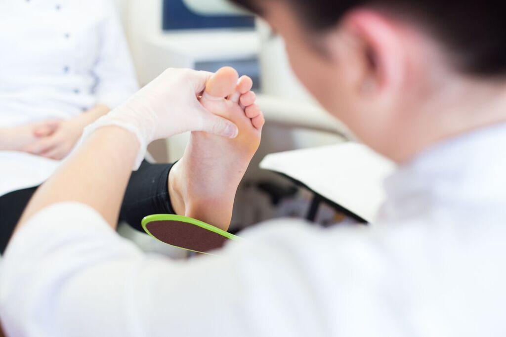 Pédicure médicale : soins sur patient